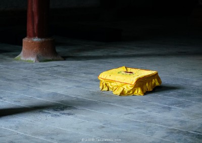 Three prostrations to Buddha