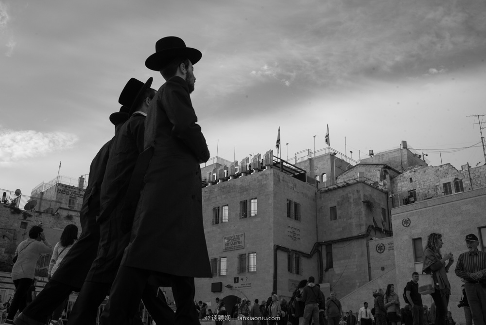 Heading to the Western Wall