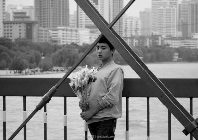 A Girl Selling Flowers on the Iron Bridge of Yellow River in Lanzhou 蘭州鐵橋上買花的小女孩